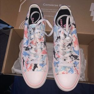 Bobby Millie brown converse